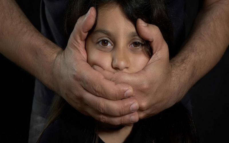 https: img.okezone.com content 2017 10 10 481 1792687 dampaknya-luar-biasa-tidak-hanya-anak-perempuan-trauma-kekerasan-seksual-sebabkan-negara-tertinggal-O0OAerIS3j.jpg