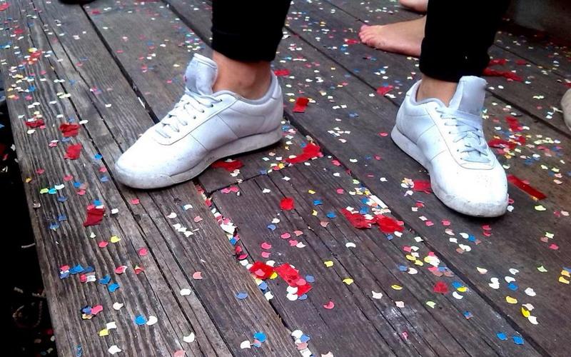 https: img.okezone.com content 2017 10 11 481 1793135 kenali-bahaya-menggunakan-sepatu-tanpa-kaos-kaki-qIFqniIabc.jpg