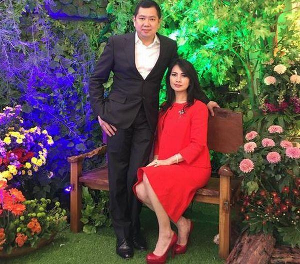 https: img.okezone.com content 2017 10 11 598 1793696 hut-global-tv-hadir-di-perayaan-amazing15-hary-tanoesoedibjo-dan-istri-tebar-senyum-rhpUnoql65.JPG