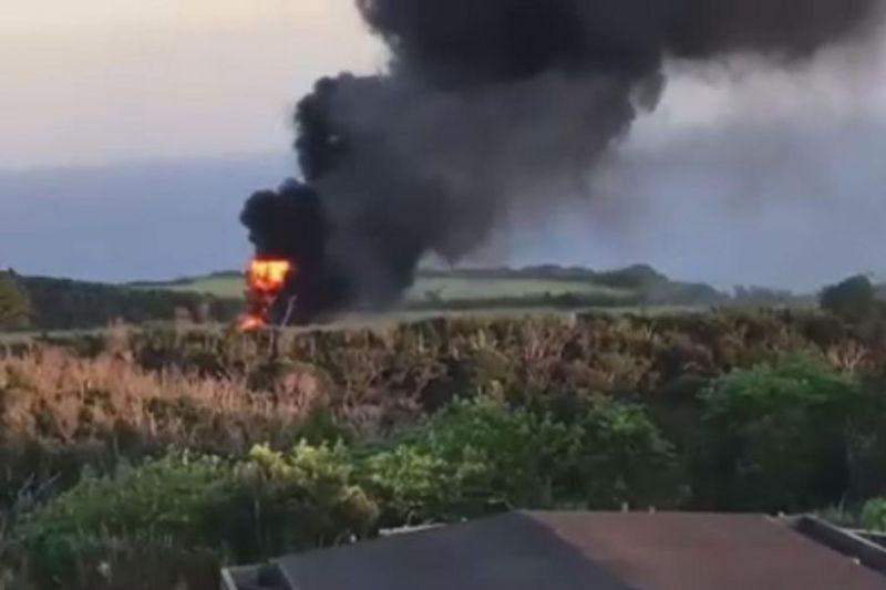 https: img.okezone.com content 2017 10 12 18 1793760 astaga-helikopter-as-tiba-tiba-terbakar-setelah-mendarat-di-jepang-MFUOZY2Ey6.jpg
