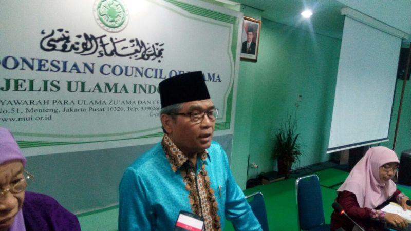 https: img.okezone.com content 2017 10 12 337 1793967 mui-di-indonesia-hanya-ada-dua-vaksin-yang-berlabel-halal-gRiSkR6per.jpg