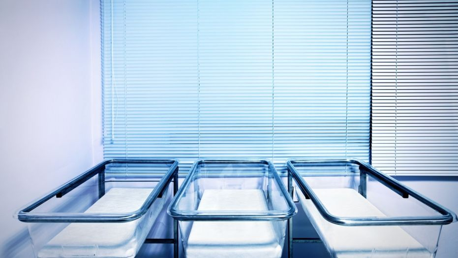 https: img.okezone.com content 2017 10 13 481 1794546 omg-mayat-bayi-ditemukan-di-tumpukan-cucian-kotor-pihak-rumah-sakit-dituntut-rp675-juta-riehOiYDET.jpg