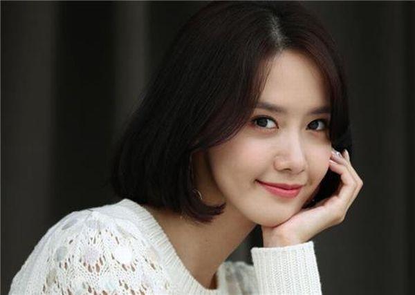 Waduh Gaun Yoona Snsd Nyelip Saat Berlenggok Di Busan Internasional Film Festival Okezone Celebrity