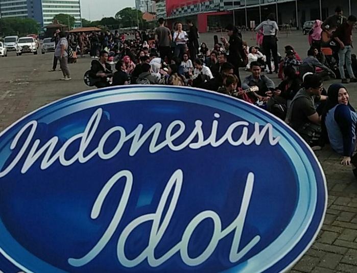 https: img.okezone.com content 2017 10 14 598 1795295 siap-siap-hari-ini-audisi-indonesian-idol-2017-digelar-di-jakarta-IUywwgNInn.jpg