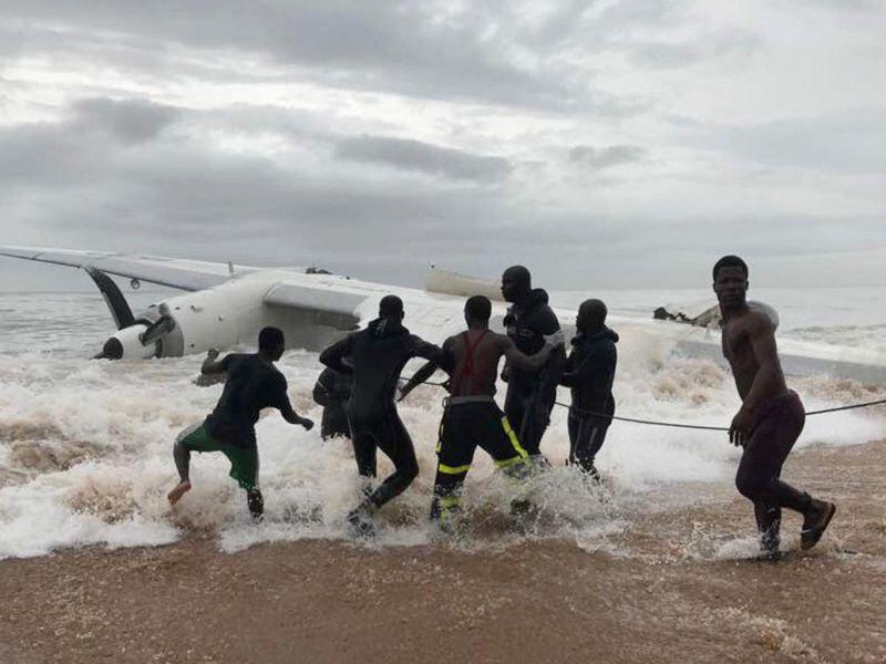 Astaga Pesawat Kecil Terjun Ke Samudra Atlantik Di Pantai Gading 4 Orang Tewas Okezone News