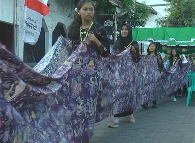 https: img.okezone.com content 2017 10 15 512 1795635 kirab-batik-66-meter-kenang-pertempuran-5-hari-di-semarang-melawan-penjajah-azmnqSQaHp.jpg