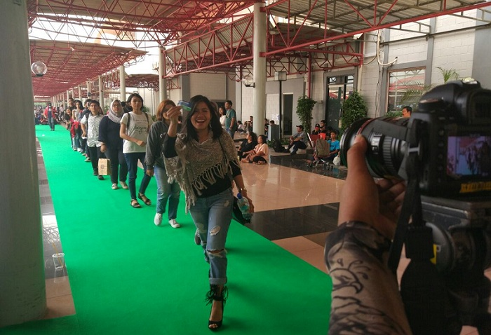 https: img.okezone.com content 2017 10 15 598 1795671 makin-seru-audisi-indonesian-idol-2017-di-jakarta-masuki-hari-kedua-uiOlAgfA7s.jpeg