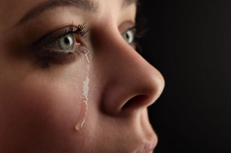 https: img.okezone.com content 2017 10 16 481 1796529 ini-fakta-bahwa-menangis-itu-bagus-untuk-kesehatan-k8gigPCNv3.jpg