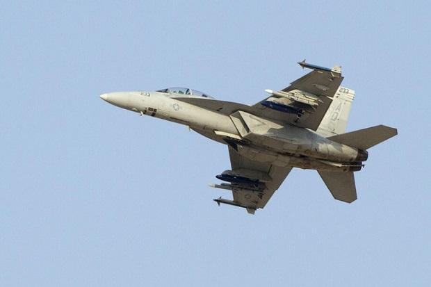 https: img.okezone.com content 2017 10 18 18 1797806 tragis-jet-tempur-uni-emirat-arab-jatuh-di-yaman-dua-pilot-tewas-8eoBIWkNHX.jpg