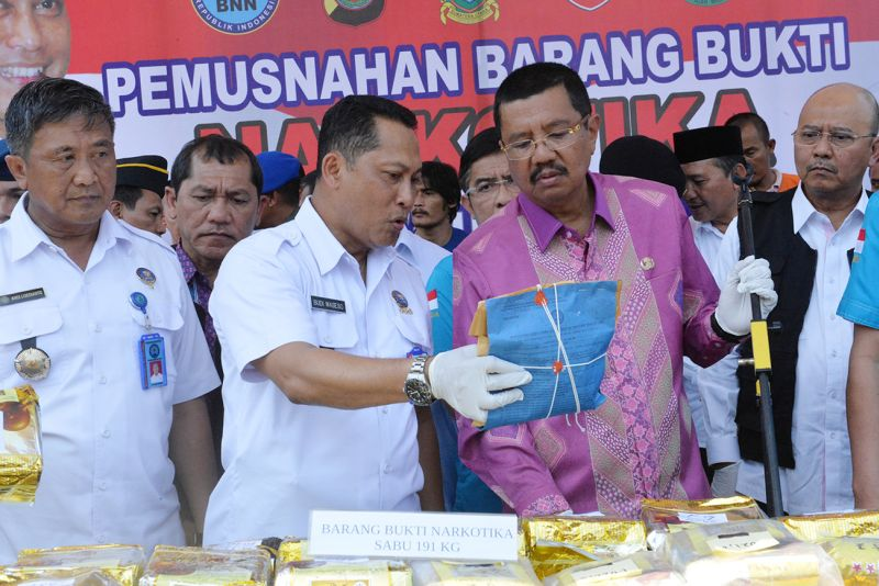 https: img.okezone.com content 2017 10 19 340 1798774 ngeri-kepala-bnn-indonesia-jadi-laboratorium-peredaran-narkoba-dunia-B5svO1hNu2.jpg