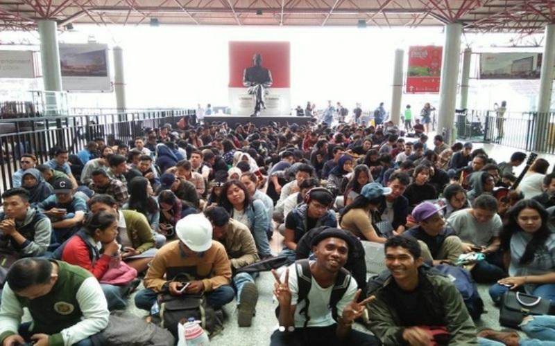 https: img.okezone.com content 2017 10 20 598 1799583 ada-street-audition-dari-grab-indonesia-olla-rosa-akan-ada-bintang-baru-di-indonesian-idol-2017-rAIOCyjKj1.jpg
