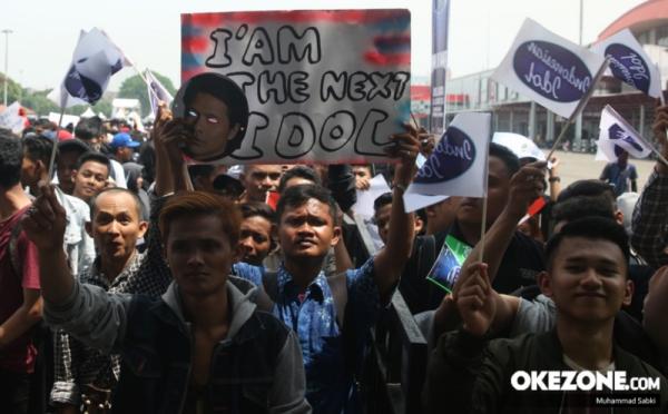 https: img.okezone.com content 2017 10 21 598 1799886 yuk-siap-siap-street-audition-indonesian-idol-2017-digelar-hari-ini-cek-lokasinya-FcWcRb41VI.jpg