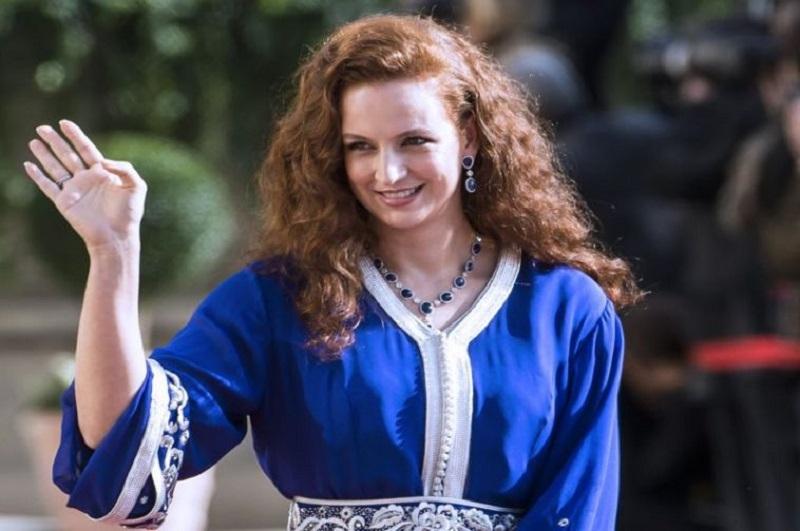 https: img.okezone.com content 2017 10 24 196 1801288 mengenal-lebih-dekat-ratu-lalla-salma-si-ratu-cantik-pemutus-mata-rantai-poligami-kerajaan-maroko-i6avPXnQeN.jpg