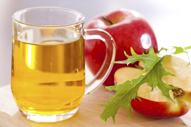 https: img.okezone.com content 2017 10 24 298 1801397 pop-sugar-2-resep-minuman-segar-dari-buah-apel-yuk-bikin-es-apel-jahe-dan-es-apel-fantastis-Jtrjv0JK9T.jpg