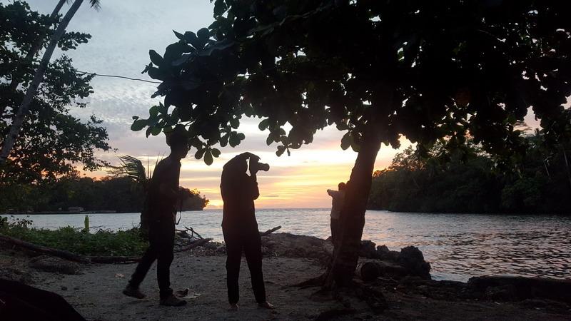 https: img.okezone.com content 2017 10 25 406 1801875 berburu-sunset-di-muara-wardo-papua-cantik-banget-DG5TCBZxZV.jpg