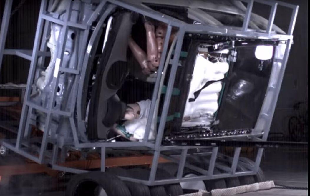 https: img.okezone.com content 2017 10 27 15 1803690 keren-hyundai-ciptakan-airbag-panoramic-sunroof-pertama-di-dunia-v8DxXrOfHy.jpg