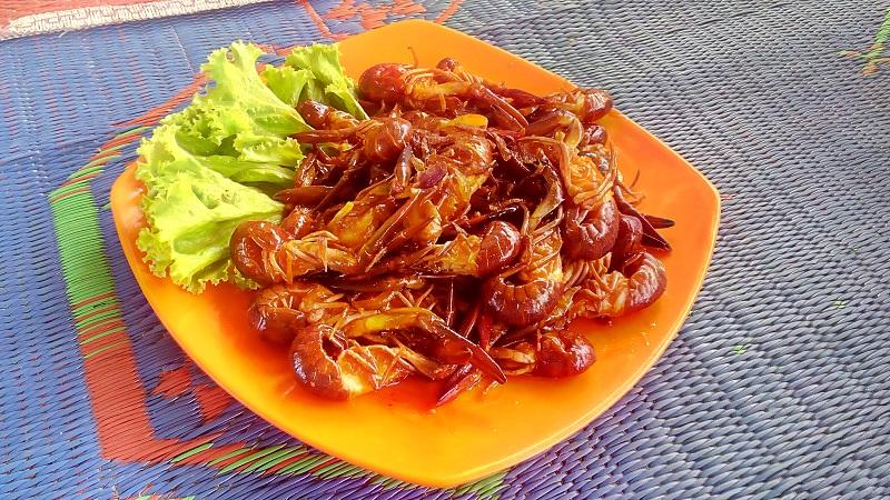 https: img.okezone.com content 2017 10 27 298 1803808 walk-wok-mencicipi-lobster-air-tawar-dagingnya-lembut-dan-manis-khas-danau-toba-balige-GjkVxEYMth.jpg