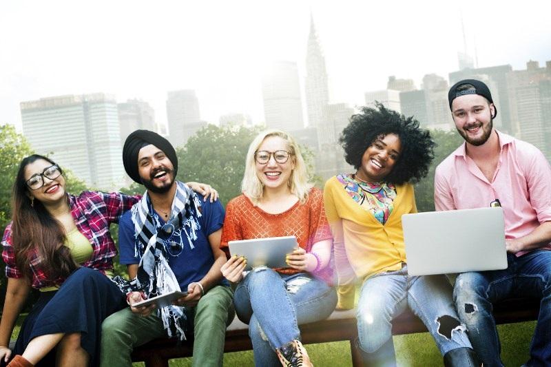 https: img.okezone.com content 2017 10 28 196 1804310 memaknai-sumpah-pemuda-generasi-muda-harus-lebih-bijak-berpendapat-menanggapi-isu-yang-berkembang-4lTO7J6b7m.jpg