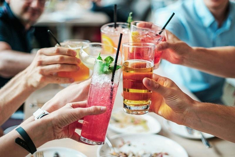 https: img.okezone.com content 2017 10 31 298 1805849 mau-mahir-berbahasa-asing-kata-penelitian-coba-minum-alkohol-j9bI9Lrzjb.jpg