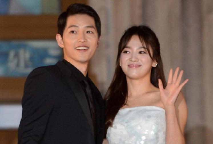 https: img.okezone.com content 2017 10 31 33 1805702 deg-degan-video-detik-detik-pernikahan-song-joong-ki-dan-song-hye-kyo-beredar-Vbcj3SCHmx.jpg