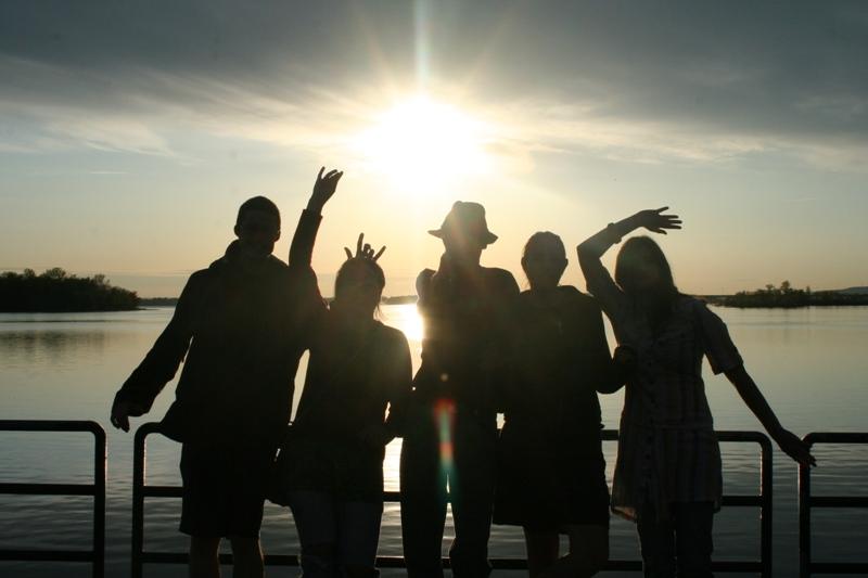 https: img.okezone.com content 2017 11 02 196 1807249 mengenal-generasi-milenial-akar-rumput-anak-muda-yang-mengutamakan-sikap-kebersamaan-mez7TQJyOa.jpg