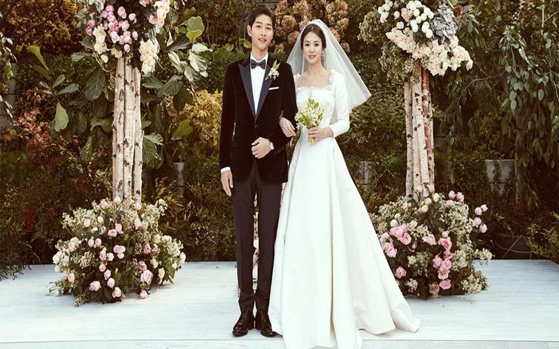 https: img.okezone.com content 2017 11 06 194 1809124 dior-ungkap-pembuatan-gaun-pengantin-song-hye-kyo-begini-prosesnya-OeT7h1zXl4.jpg