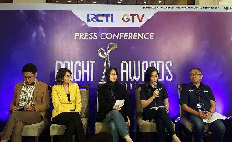 https: img.okezone.com content 2017 11 06 320 1809259 bright-awards-indonesia-ajang-mencari-ikan-berkualitas-di-indonesia-ojJapql6iN.jpg