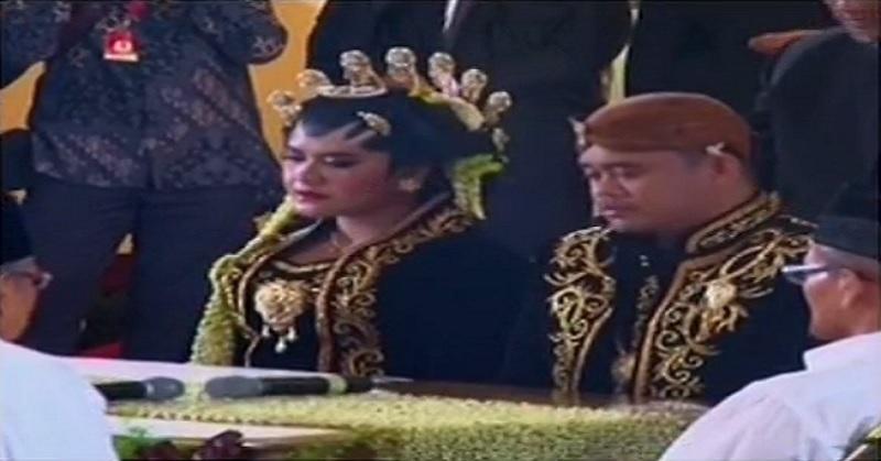 https: img.okezone.com content 2017 11 08 207 1810403 kahiyang-dan-bobby-resmi-menikah-netizen-semoga-samawa-rQ9XIWFJaY.jpg