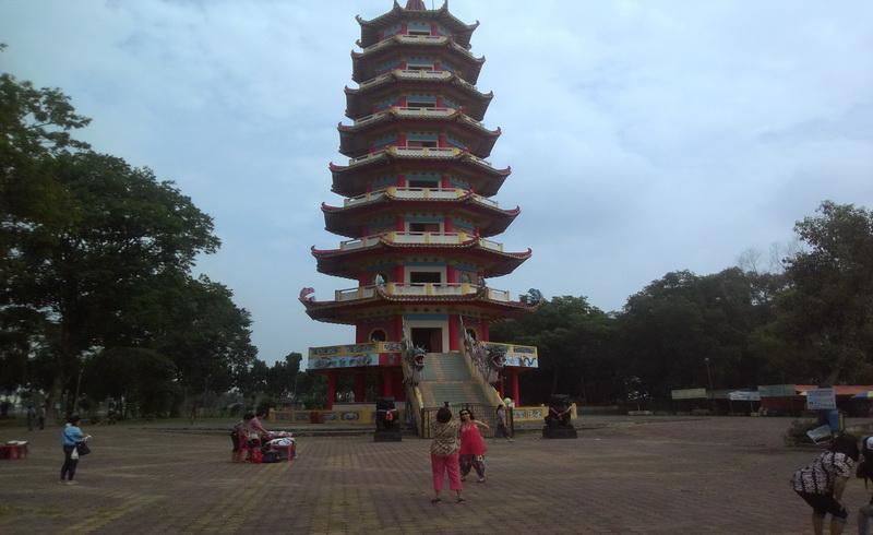 https: img.okezone.com content 2017 11 08 406 1810810 uncover-indonesia-indahnya-pulau-kemaro-dengan-pagoda-9-lantai-dan-mitos-pohon-cinta-8CRYh5hTQS.jpg