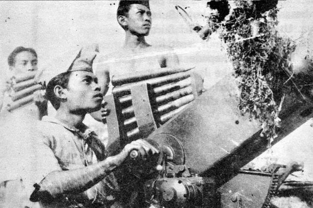 https: img.okezone.com content 2017 11 09 337 1811445 hari-pahlawan-menghayati-kisah-perjuangan-terbesar-10-november-1945-di-surabaya-RvSuEWEeB0.jpg
