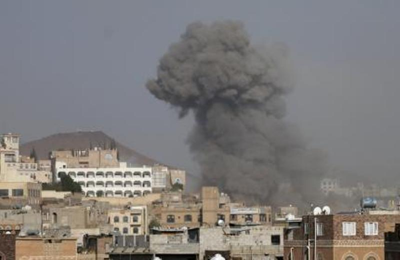 https: img.okezone.com content 2017 11 11 18 1812320 dua-serangan-udara-arab-saudi-hantam-gedung-kementerian-di-yaman-RXmAXkJHfE.jpg