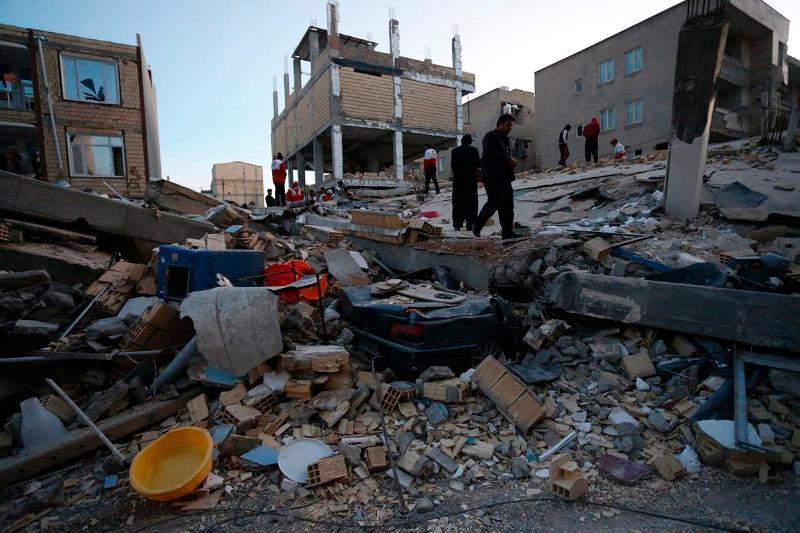https: img.okezone.com content 2017 11 13 18 1813154 duka-mendalam-korban-tewas-gempa-iran-irak-tembus-angka-210-orang-wIgJVWMpXl.jpg