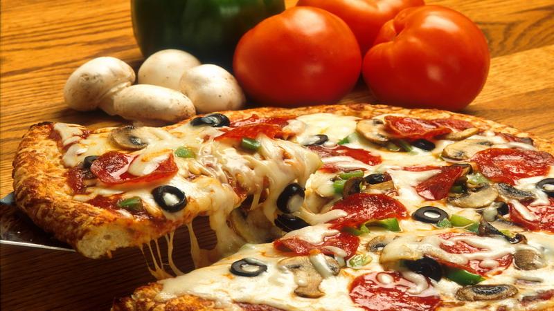 https: img.okezone.com content 2017 11 15 298 1814624 sudah-tahu-belum-terungkap-ini-5-fakta-menarik-seputar-pizza-Lmus3epHSL.jpg