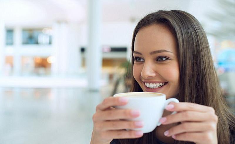 Begini Cara Agar Gigi Anda Tetap Putih Meski Rutin Minum Kopi