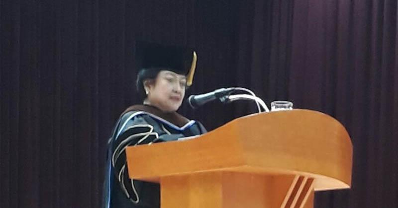 https: img.okezone.com content 2017 11 16 65 1815431 raih-gelar-doktor-honoris-causa-dari-universitas-di-korsel-megawati-bicara-pancasila-9ELtL59yUR.jpg