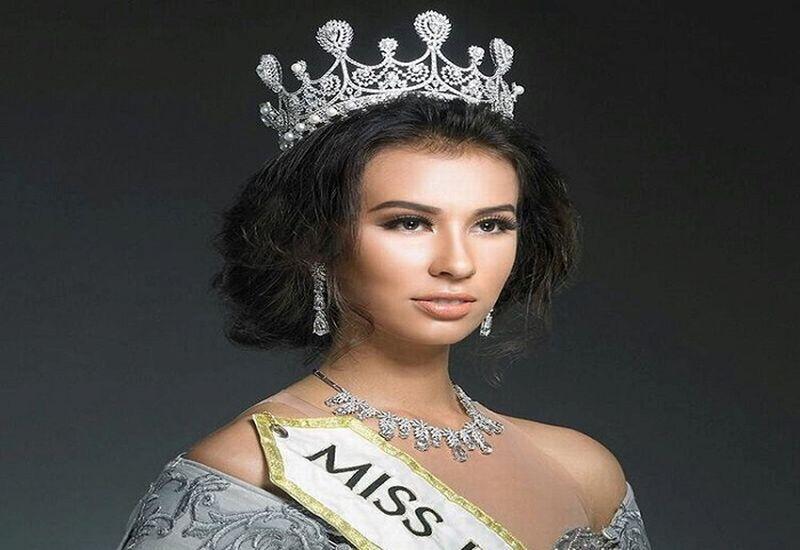 https: img.okezone.com content 2017 11 18 194 1816366 ibu-tya-nilsen-minta-dibawakan-oleh-oleh-blue-crown-miss-world-2017-YIEWZLUoO1.jpg