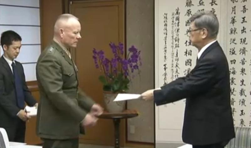 https: img.okezone.com content 2017 11 20 18 1817473 warganya-ditabrak-hingga-tewas-gubernur-okinawa-protes-ke-komandan-militer-as-R6583zDCsF.jpg