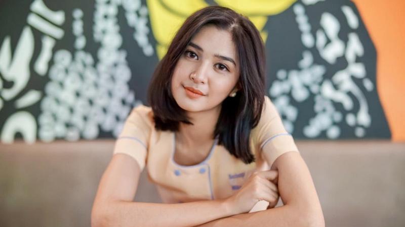 https: img.okezone.com content 2017 11 21 33 1818005 rindu-dunia-hiburan-mikha-tambayong-pilih-akting-ketimbang-nyanyi-GcVQfMSrFE.jpg