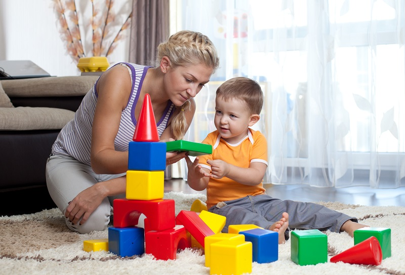 https: img.okezone.com content 2017 11 22 196 1818609 berikan-mainan-untuk-sesuai-dengan-usianya-agar-si-kecil-tumbuh-jadi-anak-yang-pintar-k7wXb1qvWK.jpg