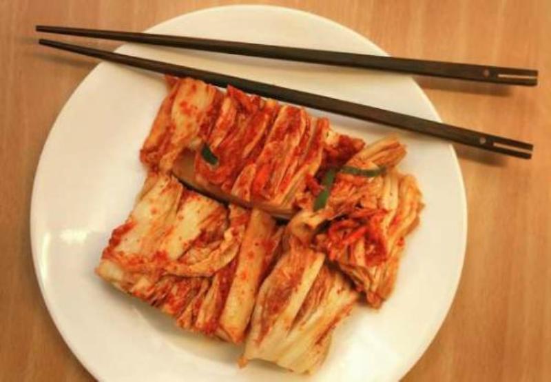 https: img.okezone.com content 2017 11 22 298 1818869 11-fakta-menarik-tentang-kimchi-kuliner-tradisional-khas-korea-fd193qqW65.jpg