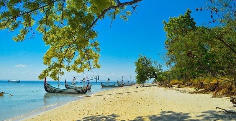 https: img.okezone.com content 2017 11 23 406 1819231 tak-lagi-gersang-kabupaten-bangkalan-perbanyak-penghijauan-untuk-menarik-wisatawan-31oASVCmdA.jpg