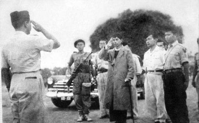 https: img.okezone.com content 2017 11 24 337 1820044 okezone-story-sisi-lain-jenderal-soedirman-menjadi-guru-sebelum-berjuang-memerdekakan-indonesia-WRKwRVyBK1.jpg