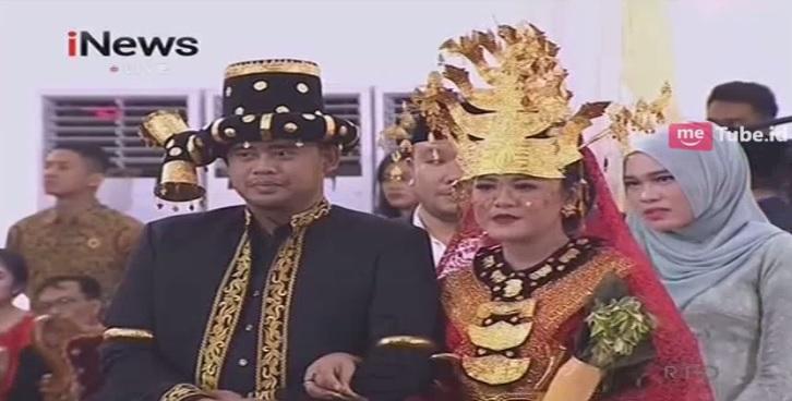 https: img.okezone.com content 2017 11 25 194 1820370 pesta-resepsi-pernikahan-adat-mandailing-kahiyang-ayu-cantik-pakai-kebaya-merah-igq9dNDerf.jpg
