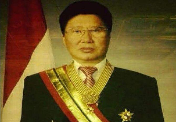 https: img.okezone.com content 2017 11 25 481 1820453 okezone-week-end-wasiat-terakhir-bapak-herbalist-indonesia-EyNjm9FeOX.JPG