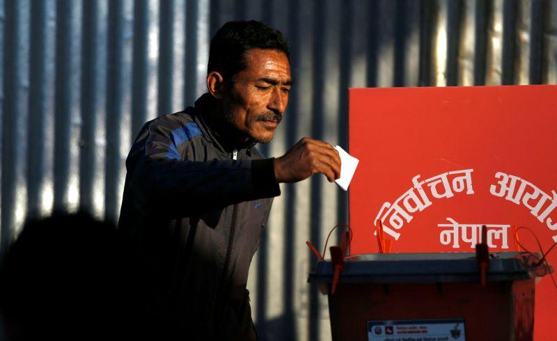 https: img.okezone.com content 2017 11 26 18 1820715 helat-pemilu-parlemen-perdana-nepal-siap-bertransformasi-dari-monarki-ke-republik-kyDTcmbi6U.jpg