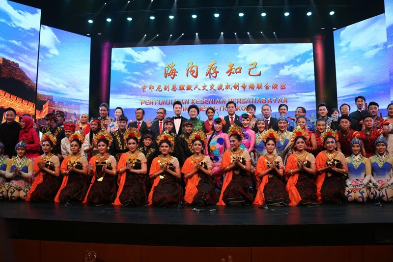 https: img.okezone.com content 2017 11 26 542 1820696 saling-perkenalkan-kearifan-lokal-indonesia-china-kolaborasi-di-joint-cultural-performance-yBWq6hvTAb.jpeg
