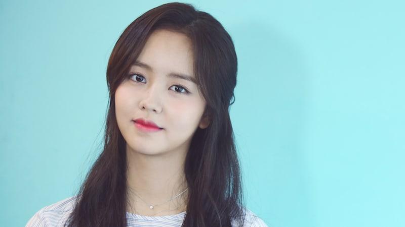 https: img.okezone.com content 2017 11 27 33 1821600 kim-seo-hyun-gabung-bareng-agensi-iu-JWjPKu4w9q.jpg