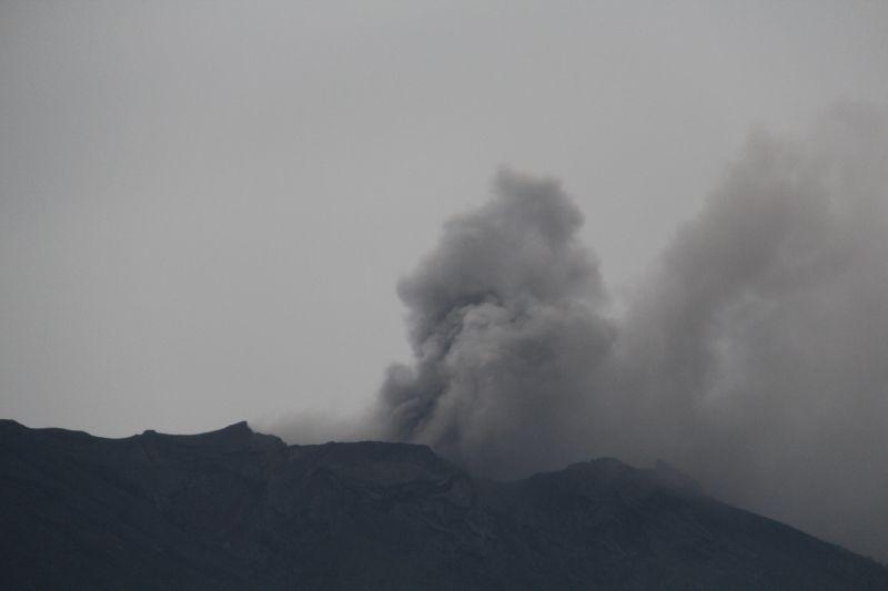 https: img.okezone.com content 2017 11 27 340 1821025 pvbmg-terjadi-tremor-cukup-besar-di-gunung-agung-M7Vx2r3TZB.jpg