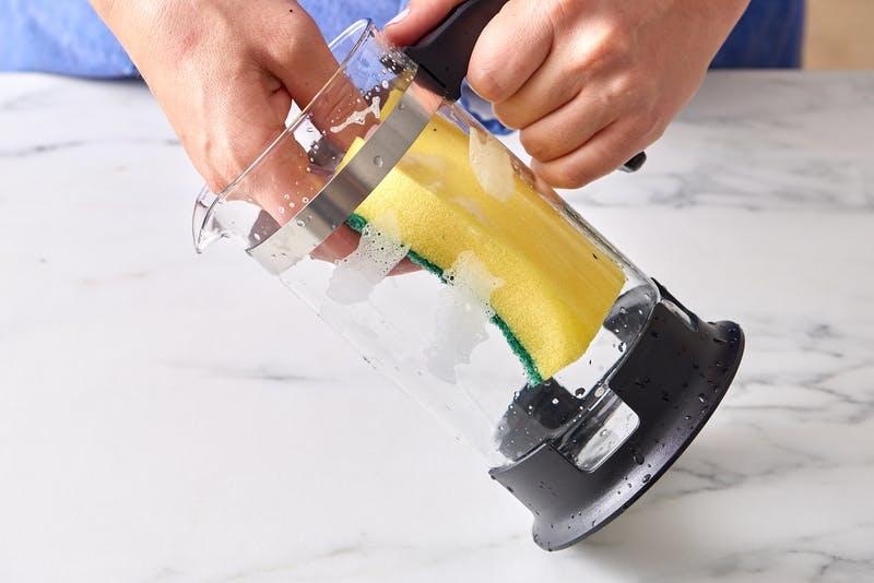 https: img.okezone.com content 2017 12 04 298 1825163 6-peralatan-dapur-yang-bisa-dibersihkan-dengan-baking-soda-Ax1ImBaHJu.jpg