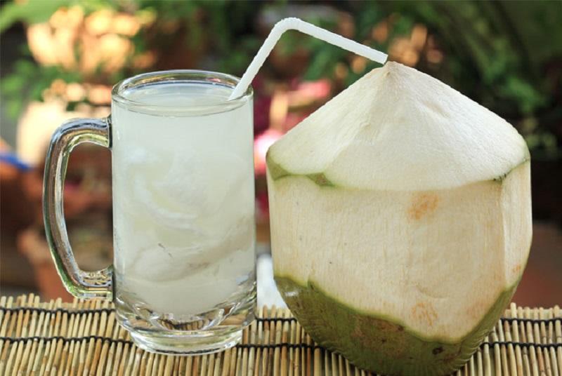 6 Khasiat Minum Air Kelapa Muda Yang Tak Hanya Menyegarkan Okezone Lifestyle